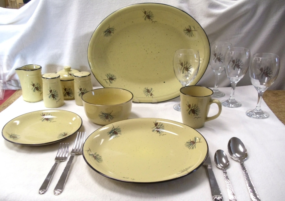 Loading zoom & PINE CONES LC10032.PINE - 16pc Lodge Collection Pine Cone Dinnerware ...