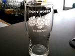 GW10319.HOPSDWBH - 20oz. Pub Glass Schooner - Sand Carved - Dont Worry Be Hoppy GW10319.HOPSDWBH