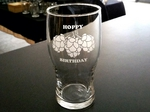 GW10319.HOPSHBD - 20oz. Pub Glass Schooner - Sand Carved - Hoppy Birthday GW10319.HOPSHBD