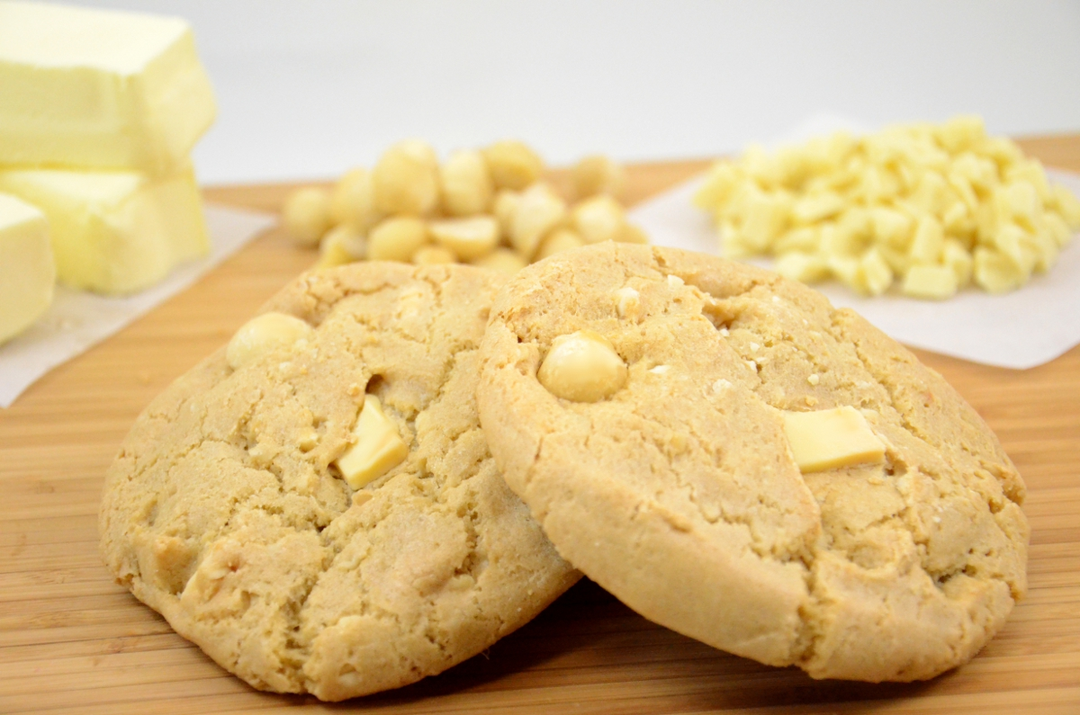 WHITE CHOCOLATE CHUNK MACADAMIA COOKIE (20002) Naturally Delicious ...