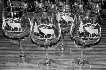 GP10339E.ELKS - 18oz. Diamond Balloon Wine  - Sand Carved Bugline Elk Silhouette (Set of 4) #GP10339E.ELKS
