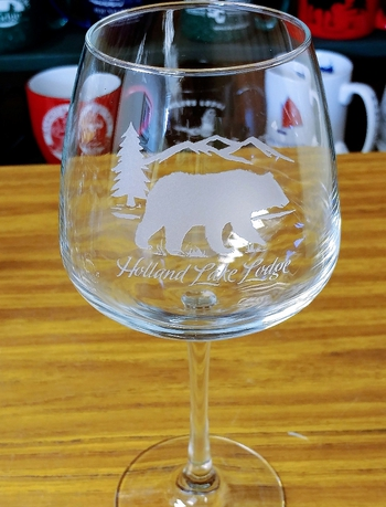18oz. Diamond Balloon Wine  - Sand Carved Bear Silhouette with Name Drop #GW10339E.Custom.BERSND