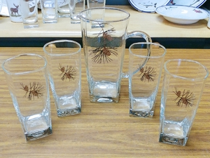 GP10192.PINE.Pine Cone Sq Pitcher and Sq Beverage Glasses (5 pc set) GP10192.PINE
