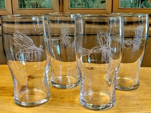 GP10319E.FLYA - 20oz Dry Flies Series Conical Schooner Pub Glass (set of 4) GP10319E.FLYA