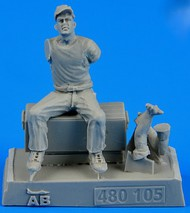 AeroBonus by Aires  1/48 WWII US Army Aircraft Mechanic #1 Pacific Theatre (Sitting, drinking from bottle) ABN480105