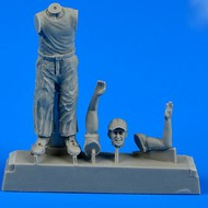 AeroBonus by Aires  1/48 WWII US Army Aircraft Mechanic #2 Pacific Theatre (Standing, cleaning w/rag) ABN480108