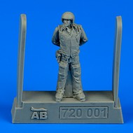 AeroBonus by Aires  1/72 Soviet Air Force Fighter Pilot (Standing, arms behind) ABN720001