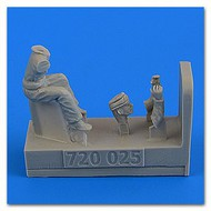 AeroBonus by Aires  1/72 WWII RAF Motorcycle Driver #2 wearing Cap ABN720025
