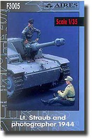 Aires  1/35 Lt. Straub and Photographer AHMF3005
