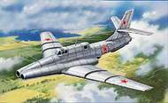 A Model Poland  1/72 Ilyushin IL-40 Brawny Late Version AMU72213