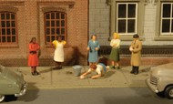 Bachmann  HO Scenescapes Sidewalk People (7) BAC33117