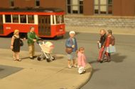 Bachmann  O Scenescapes People Strolling (6 & Baby Coach) BAC33159