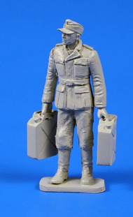 German WWII Soldier wit Fuel Cans #CMKF48301