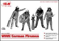 ICM Models  1/35 WWII German Firemen (4) w/Hydrant) (D)<!-- _Disc_ --> ICM35632