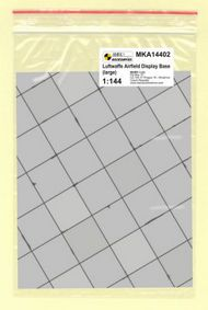 Mark 1 Models  1/144 WWII Luftwaffe Base - large (square concrete panels) MKA14402