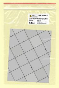 Mark 1 Models  1/144 WWII Luftwaffe Base - small (square concrete panels) MKA14411
