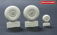 Douglas C-47 Skytrain wheels without cover #PMAL4068