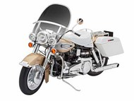 Revell of Germany  1/8 US Touring Bike RVL7937