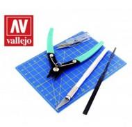 Vallejo Paints   Knife Plastic Modeling Tool Set: Sprue Cutter, #1 Knife 5 #11 Blades, Cutting Mat, Flat File VLJ11001