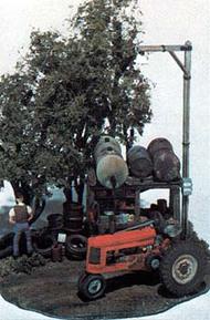 Woodland Scenic  HO Mini Scene Kit- Tractor Pit Stop WOO112