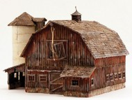 Woodland Scenic  O Built-N-Ready Old Weathered Barn LED Lighted WOO5865