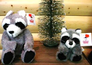 Stuffed Animal House Floppy Raccoon tb05ftra03a