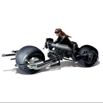 2014 Moebius Models Comic Con Exclusive 1/18 Scale Catwoman on Bat-Pod 2938 #2938